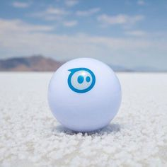 Sphero ist der Party- und Spielspaß. Ein Roboterball der per Handy oder Tablett gesteuert wird. Über 25 Spiele gibt es dafür. Das ist Entertainment 2.0 Selbst Barack Obama hat Sphero kennen gelernt. Ferngesteuerte Autos waren gestern. Sphero ist heute.