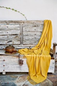 resort life: nine decor design Room Grey Yellow, Mellow Yellow, Yellow Style, Terrazas Chill Out, Photocollage, Indian Summer, Color Of The Year, Beautiful Space, House Beautiful
