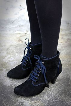 Victorian Style Booties, Suede, Black, Chic, Eyelet lace-ups ankle boots, On Trend UK 5 EU 38 US 7.5
