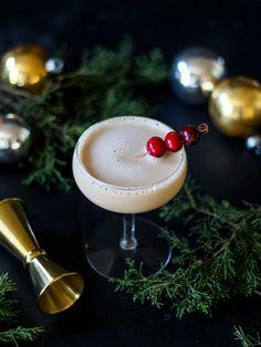 3-Ingredient Christmas Cocktail: Nuts & Berries