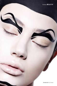 Catherine McNeil goes to the extreme in 'Supreme' an avant-garde cover story by Dario Catellani for Interview Russia, December 15 Make Up Art, Eye Make Up, Love Makeup, Beauty Makeup, Runway Makeup, Graphic Eyeliner, Black Eyeliner, Foto Fashion, Professional Makeup Artist