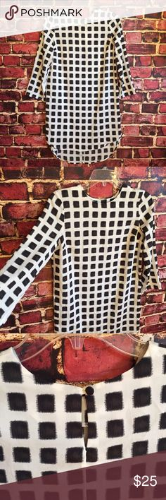 Topshop black white window pane shirt dress Size 6. Keyhole opening in back. 3/4 sleeves. 100% polyester. NWT Topshop Dresses