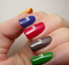Try some of these designs and give your nails a quick makeover, gallery of unique nail art designs for any season. The best images and creative ideas for your nails. Ongles Pop Art, Pop Art Nails, New Nail Art, Nail Art Diy, Diy Nails, Cute Nails, Nail Art Designs, Beach Nail Designs, Nail Designs Spring