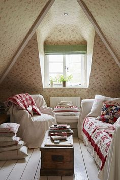 This Edwardian cottage comes to life through neutral colours and vivid vintage fabrics Chris Myers has introduced homespun charm to her pretty home Country Cottage Interiors, Style Cottage, Cottage Living, Cozy Cottage, Style At Home, Cottage Renovation, Up House, Attic Rooms, Bedroom Decor