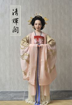 Authentic Hanfu(汉服) by Qinghuige(清辉阁). This style of Hanfu is the most beautiful one.