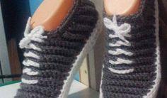 Bağcıklı örgü espati ayakkabı - Örgü Modelleri Bedroom Slippers, Yeezy, Adidas Sneakers, Baby Shoes, Slipper, Adidas Shoes, Kid Shoes