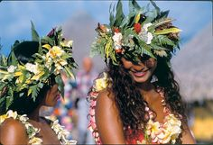 Which islands are the best to visit in Tahiti, French Polynesia? Find out and compare Tahiti, Moorea, Bora Bora, Huahine, Taha'a, Raiatea and more islands.