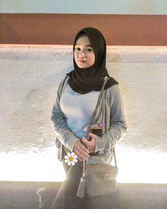 Arab Girls Hijab, Girl Hijab, Muslim Girls, Hijab Fashionista, Perfect Model, Hijab Chic, Beautiful Hijab, Mode Hijab, Asian Beauty