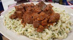 Goulash con spätzle, estofado húngaro con ñoquis rápidos