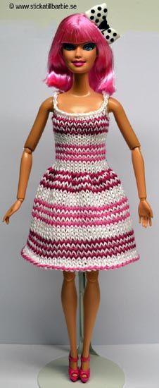 Välkommen till Barbie Knitting Patterns, Knitting Dolls Clothes, Baby Hats Knitting, Crochet Doll Clothes, Barbie Patterns, Knitting For Kids, Doll Clothes Patterns, Clothing Patterns, Barbie Dress