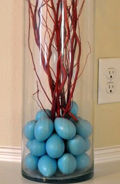 Sky blue eggs in glass vase with sprays twigs. Easter Crafts, Holiday Crafts, Easter Decor, Holiday Decor, Grand Vase En Verre, Grands Vases, Brown Eggs, Blue Eggs, Branch Decor