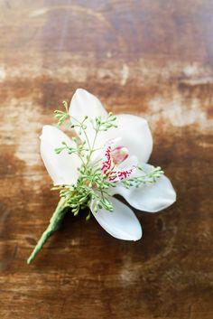 Beautiful White Orchid and Eucalyptus Groom's Wedding Boutonniere Wedding 2017, Wedding Groom, Trendy Wedding, Summer Wedding, Wedding Ideas, Diy Wedding Bouquet, Diy Bouquet, Wedding Flowers, Groomsmen Boutonniere