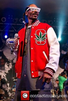 Snoop Dogg performing in concert at Stubb's BBQ: Snoop puts on a show, one of the first rappers I ever listened to