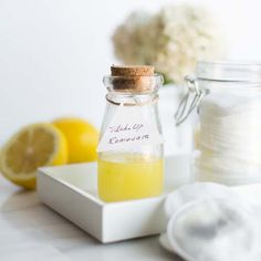 Make Your Own Homemade Makeup Remover Hello Glow organic makeup remover recipes - Makeup Recipes Diy Makeup Remover Wipes, Homemade Makeup Remover, Natural Makeup Remover, Makeup Removers, Homemade Skin Care, Diy Skin Care, Homemade Beauty, Aloe Vera, Makeup Containers