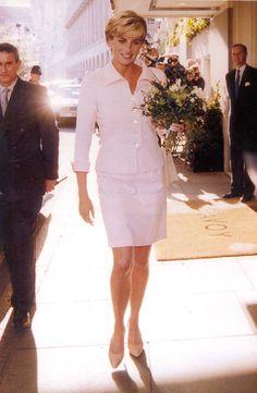 Princess Diana Of Wales - love this pic, she looks like an Angel