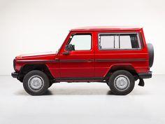 Deze knalrode Mercedes-Benz G-Klasse 240 GD uit 1987 met 135.317 wordt te koop aangeboden in Duitsland op Classic Driver. Het betreft de versie met korte...