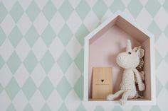 A chegada da Teresa inspirou os pais a criarem um quartinho lindo e cheio de alegria. Para o projeto, a família contratou a Triplex Arquitetura, que criou