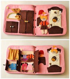 Bom dia! Inspiração livro de tecido {quiet book}... Moldes e dicas ➡️ www.artecomquiane.com #artesanato #pompom #arvoredenatal #xmas #botao #botão #buttons #diy #amor #handmade #craft #retrô #festa #decor #muffin #felt #feltro #ornament #ornaments #artesanato #ornamentação #decoracao #livro