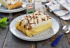 "Prajitura ecler ""Jamila"" facut la tava / Jamila Eclair Cake Recipe (CC Eng Sub) Tuna Cakes, Food Cakes, No Cook Desserts, Dessert Recipes, Eclair Cake Recipes, Romanian Food, Eclairs, Savoury Cake, Cake Mold"