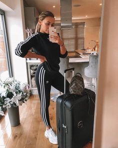 Off to Australia today for a very special event and some overdue family time 🇦🇺 matching my outfit to my new case obvs 🙋🏼‍♀️ Comfy Airport Outfit, Airport Travel Outfits, Airport Attire, Cute Travel Outfits, Comfy Travel Outfit, Travel Outfit Summer, Sporty Outfits, Summer Outfits, Cute Outfits