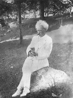 Love. This. Man. And Mark Twain is holding a kitten while wearing white from head to toe and smoking a cigar. Love him more.