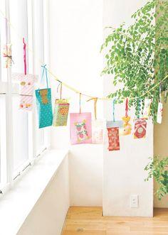 Hanging present garland