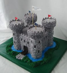 https://flic.kr/p/ajD3LL | Medieval castle | Composed of cake and rice cereal; individually hand-shaped, marbled fondant stones