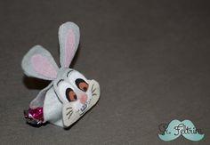 Porta-bombom do coelho Tambor Easter Candy, Felt Diy, Rabbit, Baby Shoes, Chocolate, Pattern, Handmade, Drum, Bunny