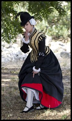 Late Elizabethan attire, lovingly created by Jenn. We imagine our heroine, Anne Howard, in this costume.