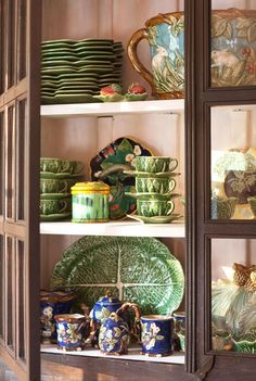 Christmas at the Cabin - Traditional Home® Majolica dishes