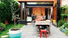 The Key Elements Of A Casual Courtyard