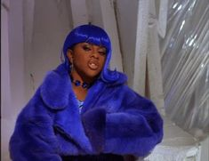 """Lil Kim has a new look and fans aren't happy. They're accusing the singer of trying to look """"white"""" sparking conversation about skin bleaching. Black Girl Magic, Black Girls, Black Women, 2000s Fashion, Hip Hop Fashion, Beautiful Boys, Lil Kim 90s, Carrie, Afro"""