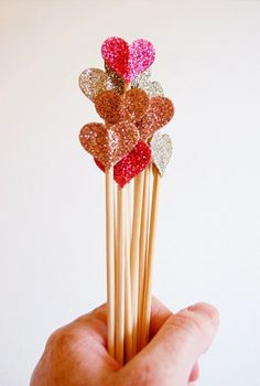 For some decoration. Glitter hearts, used as cake toppers, drink stirrers, or sitting in a pretty vase as part of the centrepiece. Diy Craft Projects, Glitter Projects, How To Make Glitter, Cake Picks, Ideias Diy, Glitter Hearts, Felt Hearts, Red Glitter, Valentine's Day