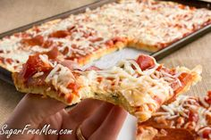 Grain free pizza, made with cheese, coconut flour and eggs Low Carb Dinner Recipes, Diet Recipes, Cooking Recipes, Coconut Recipes, Low Carb Pizza, Low Carb Bread, Chicken Lunch Recipes, Fat Head Dough, Grain Free