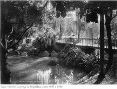 Entre 1925 e 1930 - Lago e chorões da praça da República. Foto de autoria desconhecida. Acervo do Instituto Moreira Salles.