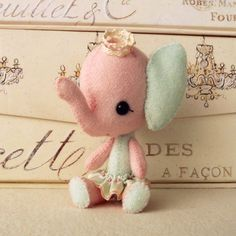 Circus Stuffling PDF Pattern Elephant by Gingermelon on Etsy. She is such a sweet ellie. Elephant Love, Little Elephant, Elephant Pattern, Sewing Projects, Projects To Try, Softies, Plushies, Plush Dolls, Rag Dolls