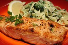 Lazac sütése - aki szereti a lazacot, annak melegen ajánlom - a cikket és a lazacot is - hátha tudok egy-két tippet mondani a tuti lazac steakhez! Fish Dishes, Tasty Dishes, Food In French, Crossfit Diet, Fish Recipes, Healthy Recipes, Hungarian Recipes, Cooking Together, Cute Food