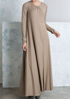 """<p><span style=""""color: #000000;"""">Our signature Mulberry abaya's are back! Our Khaki Mulberry abaya consists of a round neckline with 3 simple yet affective pleats. Sleeves are long with 2 button fastenings on the cuffs.</span></p>"""