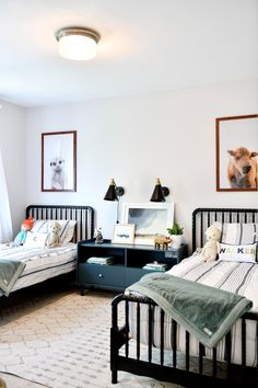 Simple Shared Boys Room - arinsolangeathome Check out this modern shared boys room that is simple and uses space perfectly. All details and so Big Boy Bedrooms, Boys Bedroom Decor, Baby Boy Rooms, Lego Bedroom, Childs Bedroom, Boy Decor, Bedroom Themes, Wall Decor, Modern Boys Rooms