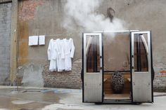 German designers Toni Egger and Felix Tarantik are creating mobile saunas inside the aluminium shells of Swiss ski lift gondolas. The four-person Saunagondel can withstand extreme weather conditions and, with . Mobile Sauna, Gondola Lift, Sauna House, Swiss Ski, Sauna Design, Ski Lift, Wellness Spa, House Inside, Skiing