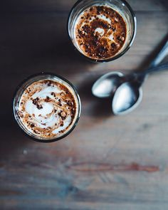 """Polubienia: 1,750, komentarze: 67 – agnes cecilia gällhagen (@cashewkitchen) na Instagramie: """"Easing into the weekend with a post-walk pick me up: spicy almond butter hot chocolate from the…"""""""