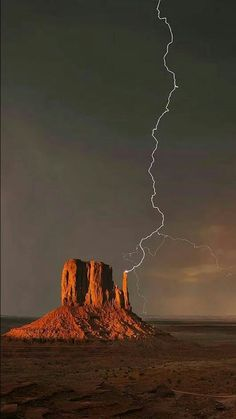 Science Discover Monument Valley struck by lightning. Landscape Photos Landscape Photography Nature Photography Photography Tips Travel Photography Iphone 7 Wild Weather Thunder And Lightning Lightning Storms Landscape Photos, Landscape Photography, Nature Photography, Photography Tips, Travel Photography, Iphone 7, Cool Pictures, Cool Photos, Amazing Nature Photos