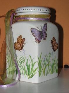 Decoupage Jar Recycled Crafts, Handmade Crafts, Diy Crafts, Painted Wine Bottles, Bottles And Jars, Glass Bottle Crafts, Bottle Art, Mod Podge Glass, Decoupage Jars
