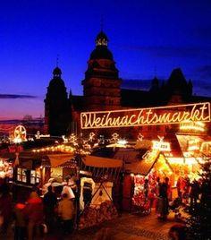Aschaffenburger Weihnachtsmarkt auf dem Schlossplatz - info-Aschaffenburg.de