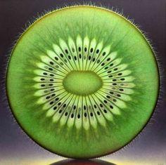 E que tal esta fatia impecável de kiwi? Até aqueles pelinhos adoráveis em sua pele. | 29 imagens de comidas que farão você sentir um certo prazer