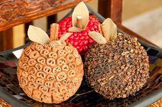 Frutas decorativas hechas con semillas