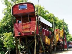 tree house for railroad buffs