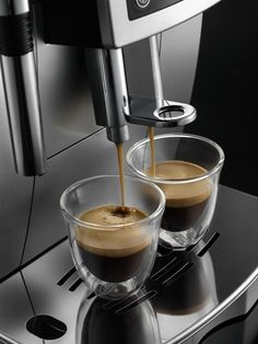 There are a wide variety of espresso machines that are geared for home use, from the basic to the same machines used by the professionals. However, before you drop a couple hundred of dollars on that top of the line espresso machine, consider your . Home Espresso Machine, Machine Expresso, Espresso Machine Reviews, Coffee Maker Machine, Nespresso Essenza, Latte, Automatic Coffee Machine, Espresso Drinks, Cafetiere