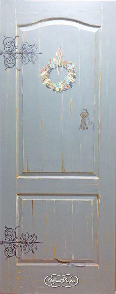 Дверь с веночком и ящерицей. 15000 рублей
