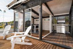 Kesäkeittiö Relaxing Decor, Summer House, Pool House, Cottage Inspiration, Outdoor Decor, Hamptons House, House, Home, Cottage Lake